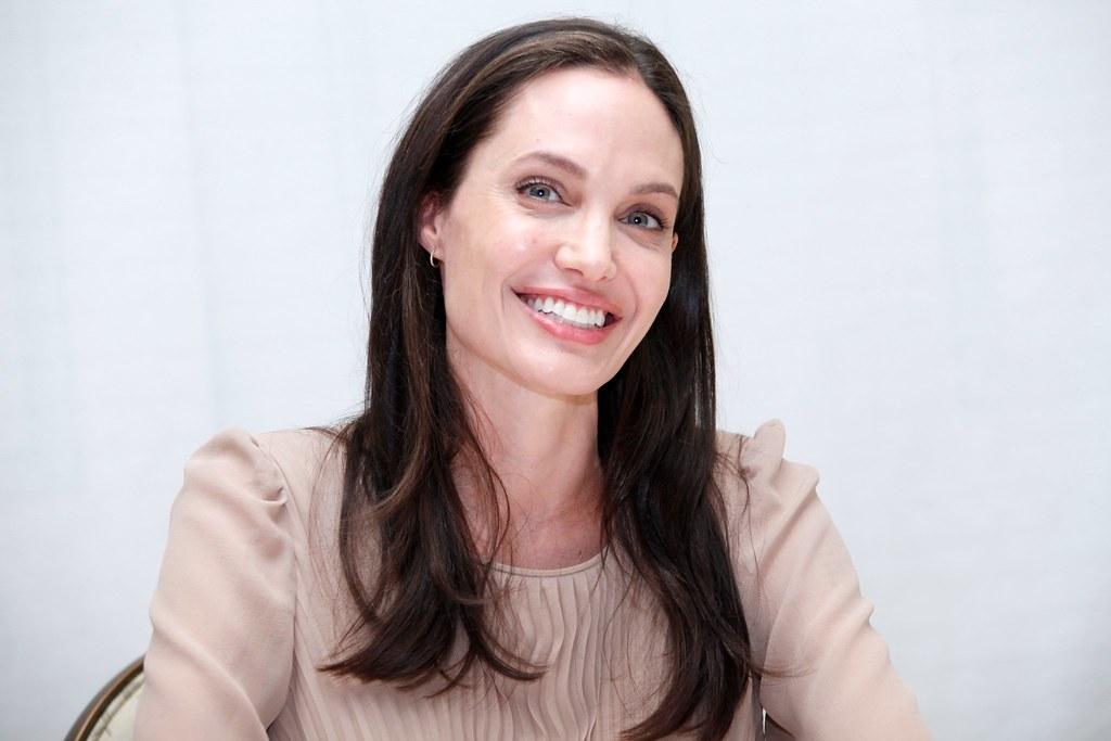Анджелина Джоли — Пресс-конференция «Лазурный берег» 2015 – 33