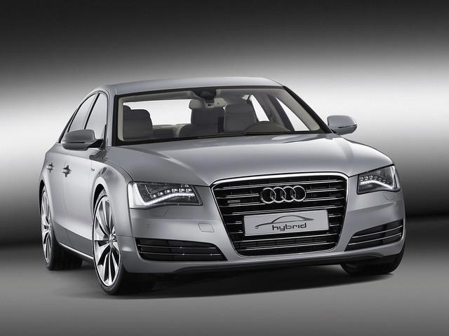 Роскошный седан Audi A8 третьего поколения. 2010 год