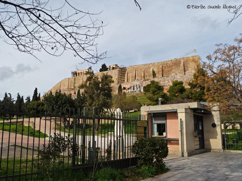 Puerta de acceso al Teatro de Dionisio