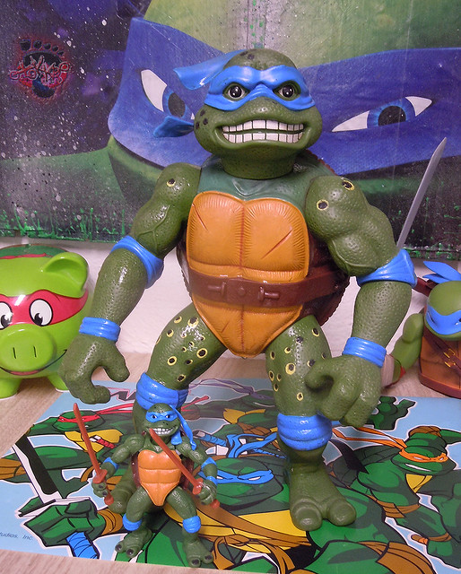 "Nickelodeon ""HISTORY OF TEENAGE MUTANT NINJA TURTLES"" FEATURING LEONARDO - 'MOVIE STAR' LEO viii / ..with GIANT MOVIE STAR Leo '92 (( 2015 ))"