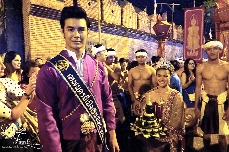 chiang mai loy kratong festival day 1 couple