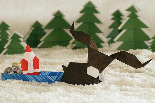 Origami Santa, origami sledge, origami reindeer and origami trees (Keiji Kitamura)