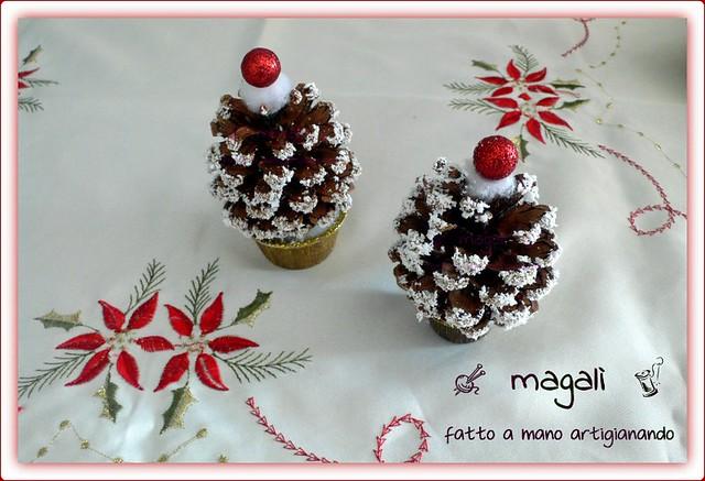alberelli natalizi con le pigne