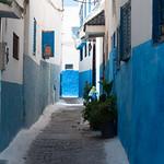 Calles azules y blancas en Rabat
