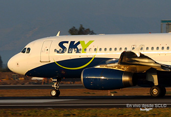 Sky Airline A320 CC-ABW rolling (RD)