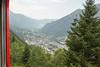 День 5. Ледник Мер-де-Глас - поезд елет по склону долины Шамони и поднимается до 1913 м. Действует эта дорога уже 100 лет :)