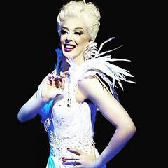 Cláudia Raia com seu musical até dia 17 no Theatro NET São Paulo... #BlogAuroradeCinemaindica #VamosaoTeatro #vivaoteatro #claudiaraia #raia30omusical  @claudiarreal #emcartaz #atriz #emcena #Palco #Musical #Diva