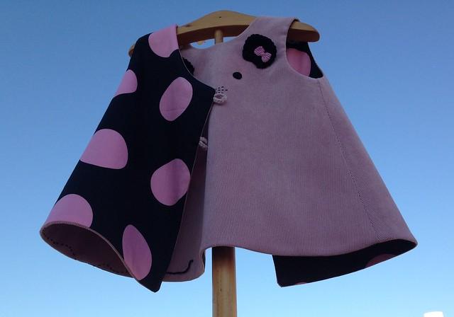 Vestido ratita en micropana rosa. Forro en algodón negro con lunares rosas