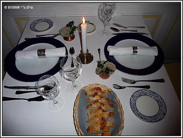 השולחן ערוך לארוחת ערב ב- Domaine de Rasigous