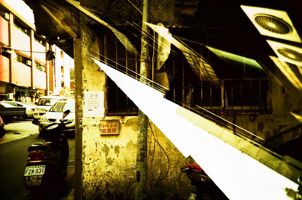 Taipei Street or Dream / RVP50 / Lomo LC-A+ 很不可思議的效果,整卷都在練習重複曝光,但是就是要按下 2 倍的快門數,有點累!  Lomo LC-A+ FUJICHROME Velvia 50 2015/11/29 - 2015/12/01 4414-0004 Photo by Toomore