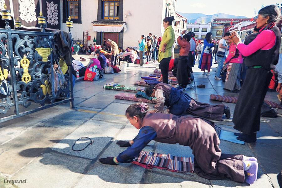 2015.12.09 ▐ Tibet 西藏踢北去 ▐ 尋找藏人真正的拉薩中心,被信仰力量震撼的大昭寺與舊城區 21.jpg