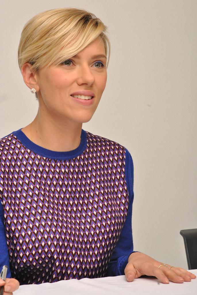 Скарлетт Йоханссон — Пресс-конференция «Мстители: Эра Альтрона» 2015 – 61
