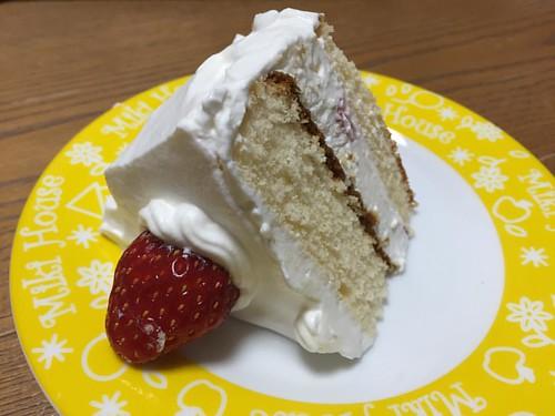 イブイブケーキ。娘ちゃんがお皿に乗せるときに倒しちゃって大爆笑。