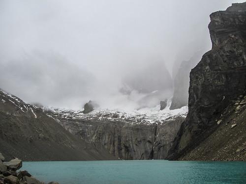 Torres del Paine: les Torres cachées par le brouillard. Le seul endroit où il y a du brouillard, c'est ici, tout en haut...