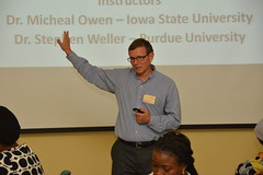 Dr Stephen Weller of Purdue University facilitating a session during an Herbicide screening training.