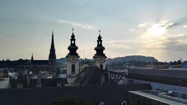 Blick auf die Ursulinenkirche und auf den Mariendom