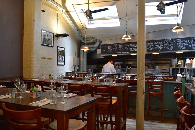 Inside Wright Brothers, Borough Market | www.rachelphipps.com @rachelphipps