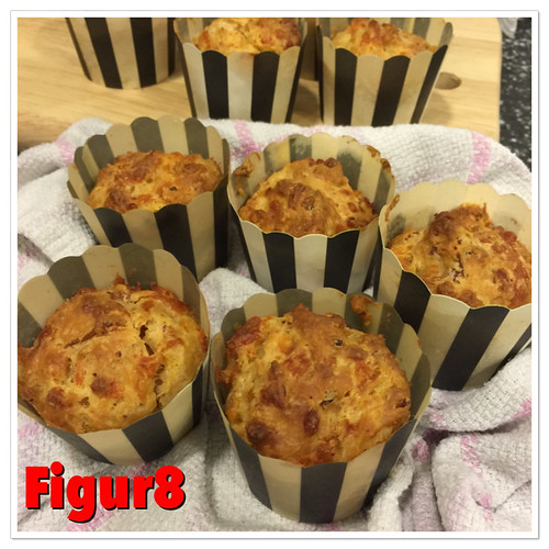 Savory muffins - ham and cheese