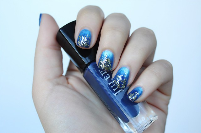 Electric Blue & Navy Ombre Manicure