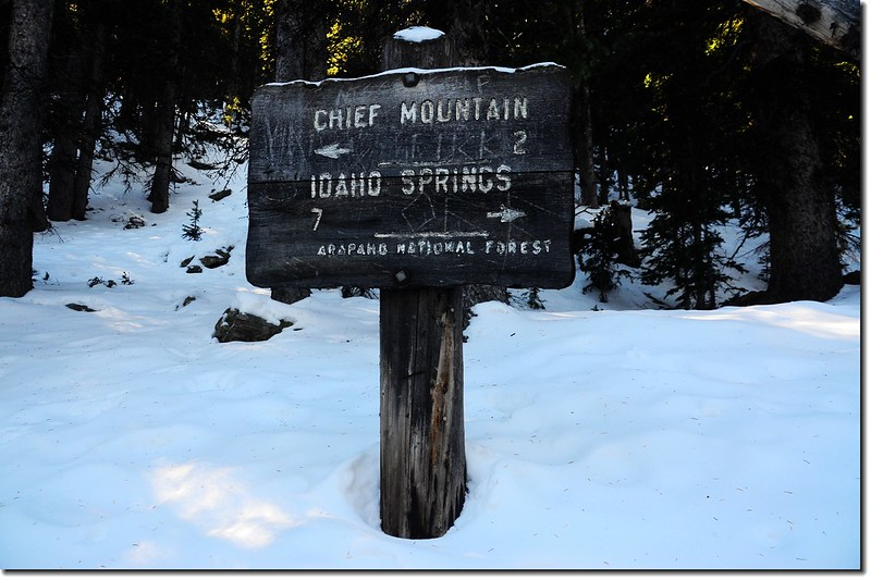 The sign at the cross roads of Old Squaw Pass Rd.