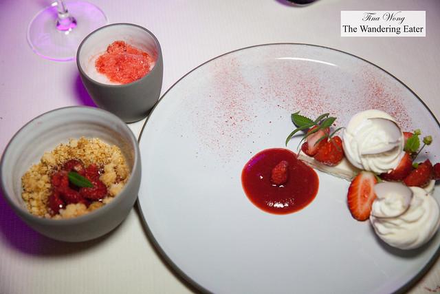 Dessert (3 parts) - Strawberry meringue cake
