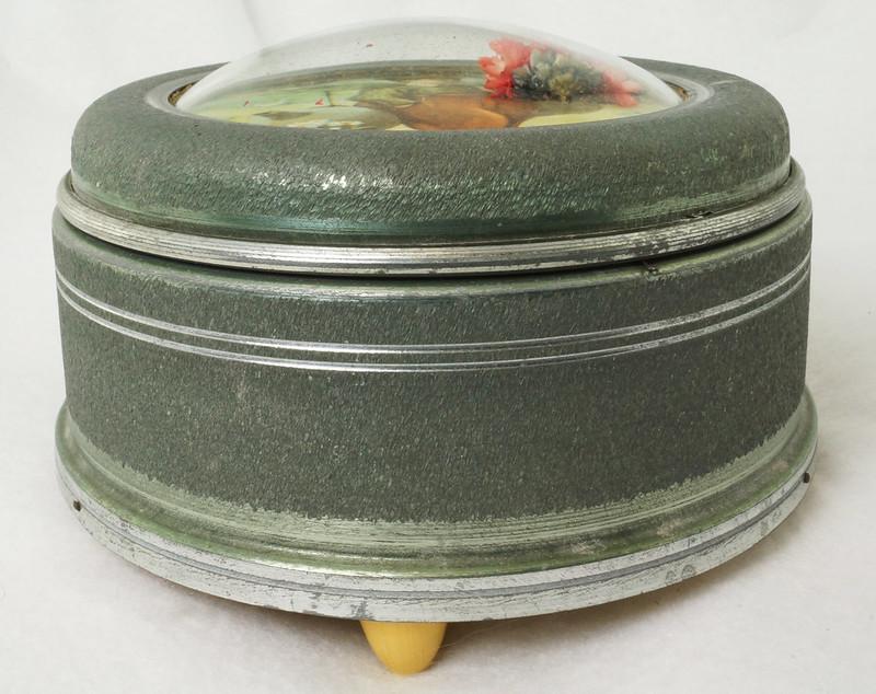 RD15027 Vintage Wind Up Music Powder Trinket Box Dutch Boy Round Aluminum DSC06796