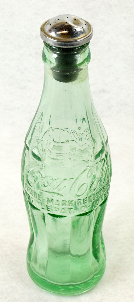 RD14936 Vintage Coca-Cola Green Hobbleskirt Bottle Pat D 105529 Portland Ore. 6oz Sprinkler Head Black Rubber For Ironing DSC06718