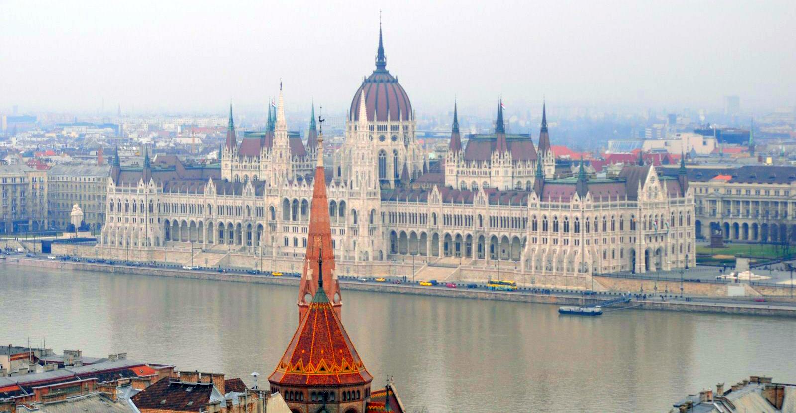 Qué ver en Budapest en un fin de semana: Parlamento de Budapest budapest en un fin de semana - 21396065426 780b19dc10 o - Qué ver en Budapest en un fin de semana