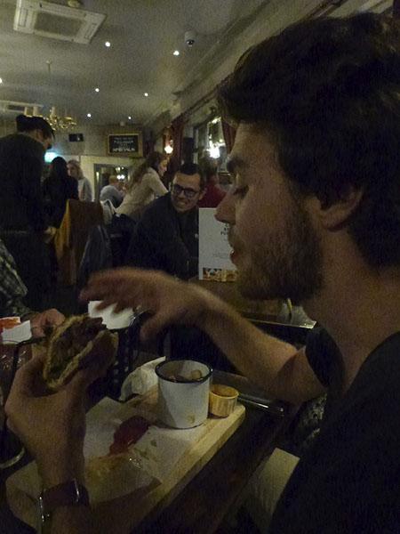 paul au pub