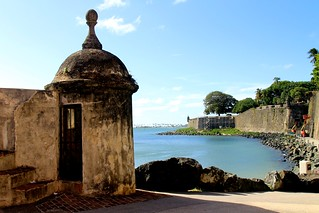 Bild av Castillo San Cristóbal nära San Juan. ocean old blue sea sky castle puerto town san downtown day juan fort outdoor district sunny landmark historic rico pr caribbean cristobal castillo sju benteng konomark