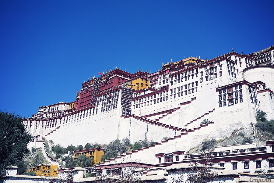 2015.12.04▐ Tibet 西藏踢北去 ▐ 藏人的精神殿堂布達拉宮,但或許不只我們高山反應沒精神… 01.jpg