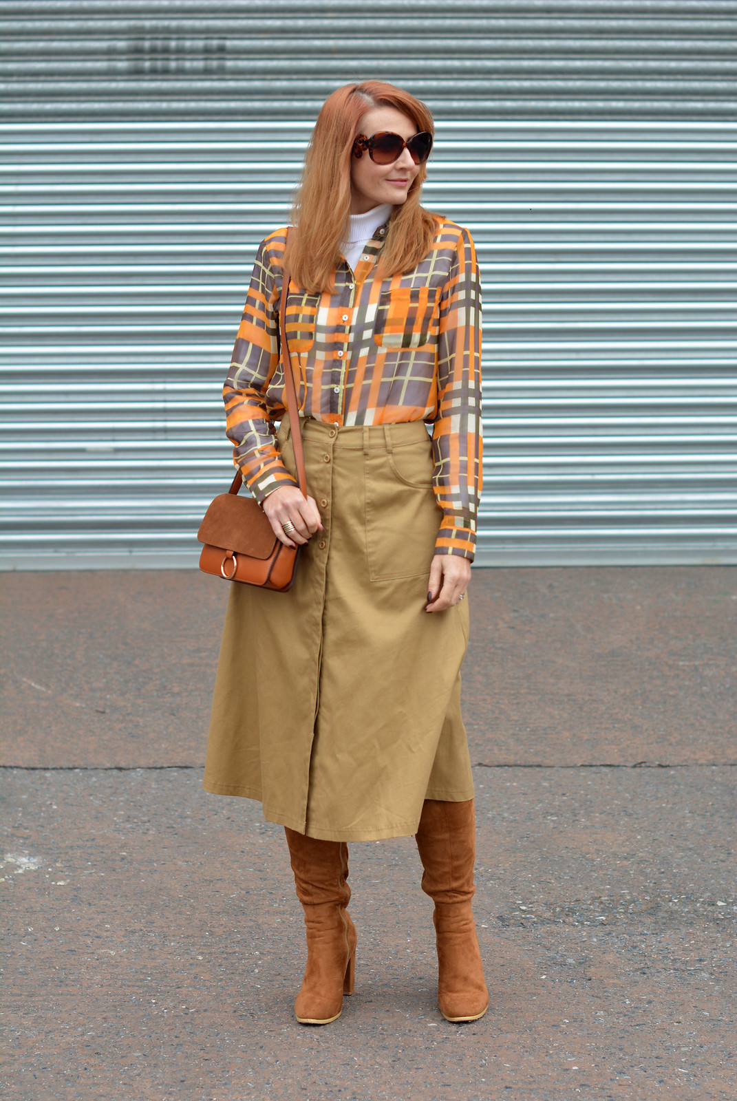 70s style without wearing flared jeans   Midi skirt, boots and roll neck