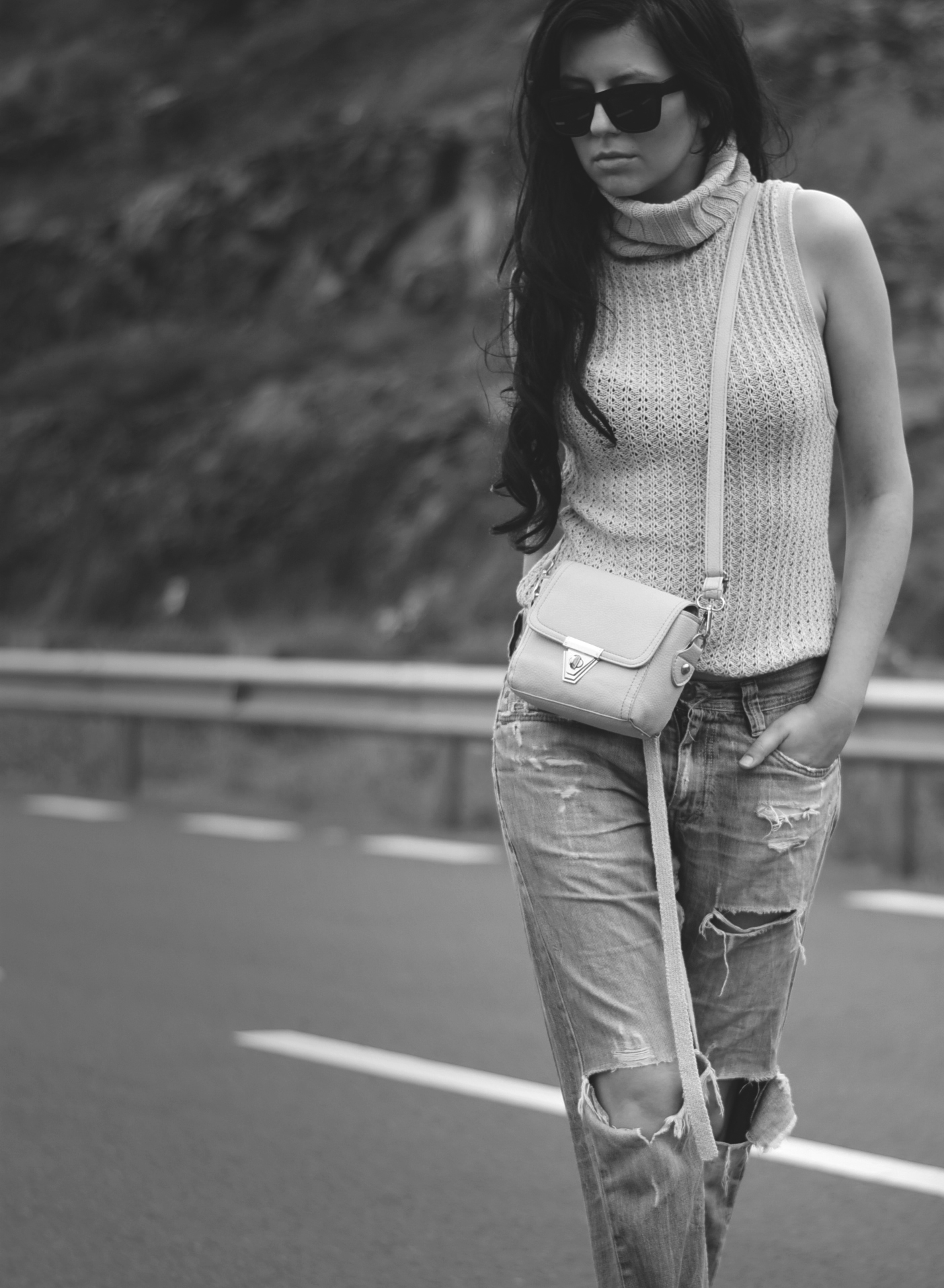large chunky knit vest turtle neck crossbody bag fashionblogger photography ripped blue jeans