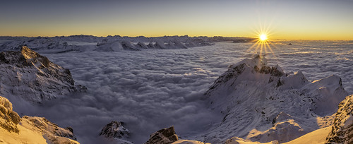schnee winter sunset sea panorama sun mist mountain snow mountains alps fog clouds landscape schweiz switzerland nikon day sonnenuntergang nebel suisse outdoor foggy berge explore alpen tamron viewpoint sonne sunbeam ch schafberg aussichtspunkt säntis churfirsten toggenburg wildhaus sunstars voralpen suizza 1530mm schwägalp appenzellinnerrhoden schwende d800e