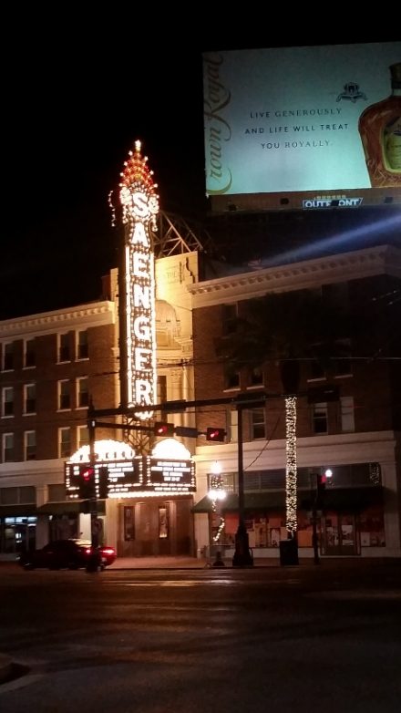 Saenger at Night