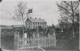 Ved Åsen kirke 17. mai 1945