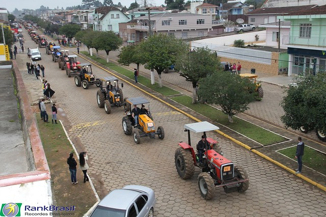 Maior desfile de tratores do Brasil