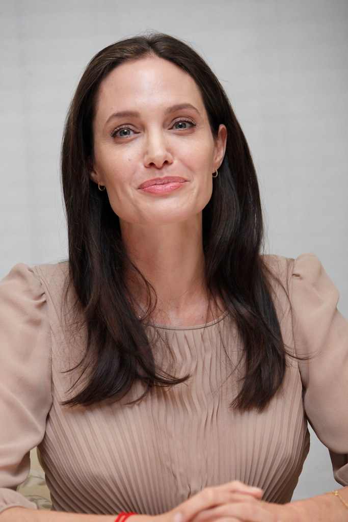 Анджелина Джоли — Пресс-конференция «Лазурный берег» 2015 – 42