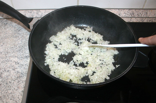 39 - Zwiebel andünsten / Braise onions ligthly