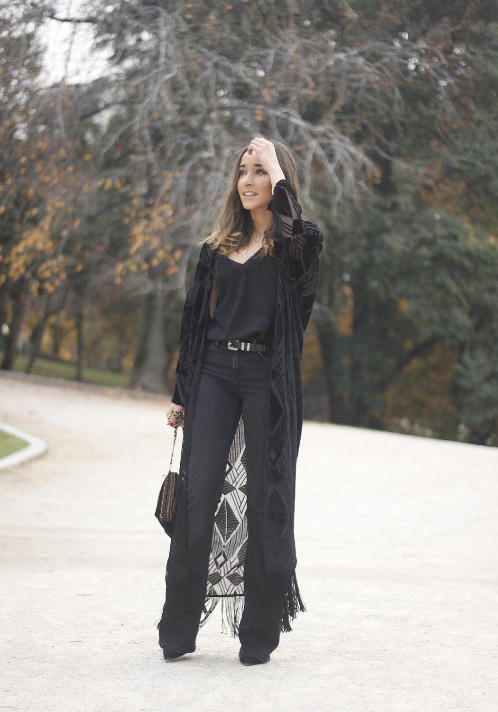 Black Kimono Black flared jeans outfit14