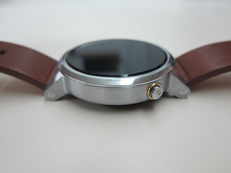 Moto 360 (2nd Gen) - Right
