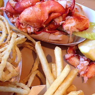 Lobster roll!  #eatinglikeanewenglander