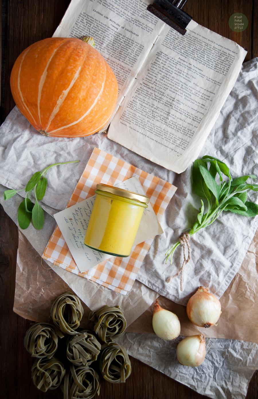Pasta with creamy pumpkin-sage sauce (vegan)