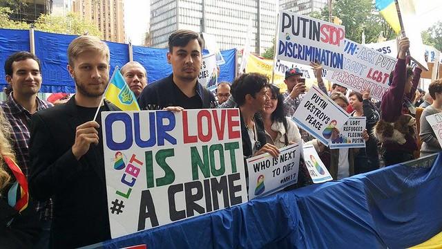 В Нью-Йорке начались протесты против приезда Путина в США