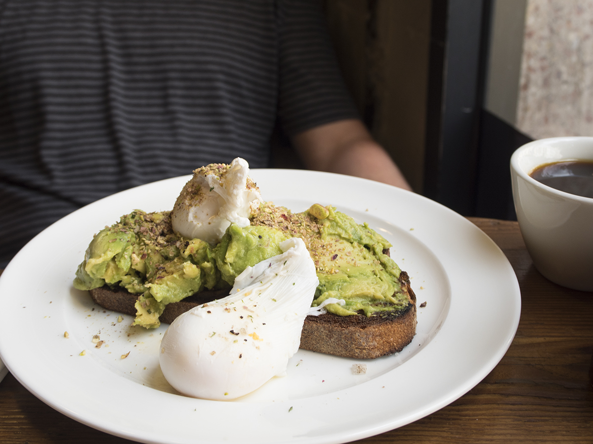 poached-eggs-smashed-avo-toast-hoxton-hotel