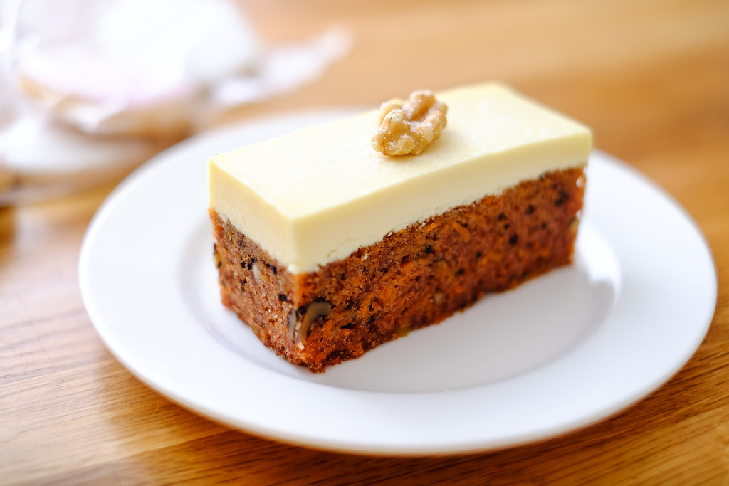 Lynda Ann Cakes: carrot walnut cake with cream cheese