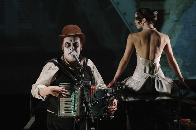 Martyn Jacques and Laura Caldow as Lulu in Lulu: a Murder Ballad by The Tiger Lillies, Opera North, 2014 © Tom Arber