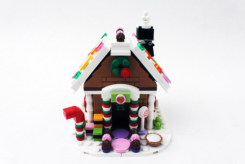 LEGO 2015 Seasonal Exclusive Gingerbread House (40139)