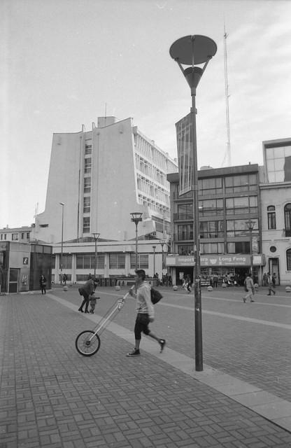 Joven y su monociclo - Concepción