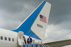 A Diplomatic Security agent stands watch as the plane carrying U.S. Secretary of State John Kerry refuels in Panama City, Panama, on October 4, 2015, en route to the 2015 Our Ocean conference in Valparaiso, Chile. [State Department photo/ Public Domain]